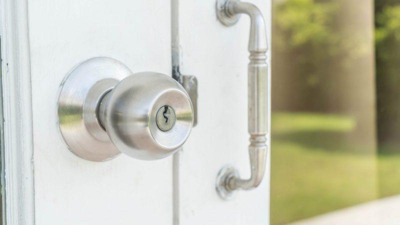 Door knobs or aluminum door