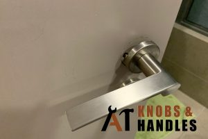 loose-door-handle-door-knob-handle-installation-a1-knobs-&-handles-singapore