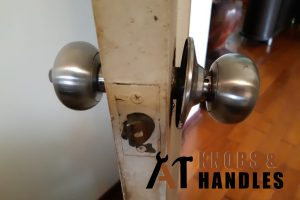 loose-door-knob-installation-a1-knobs-&-handles-singapore